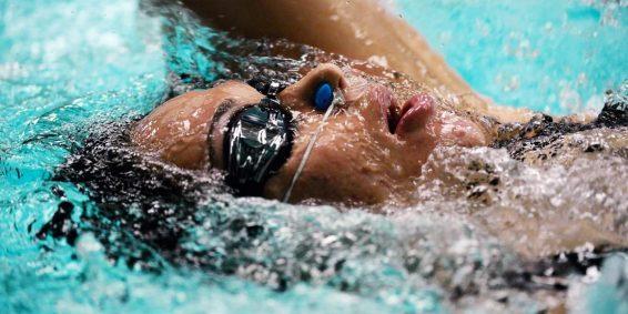 Rozpocznij swoją przygodę z nauką pływania od stylu grzbietowego! – cz.1